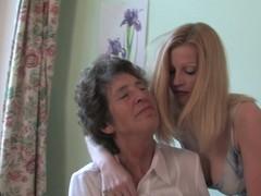 Doyenne lesbo Felice likes the smack of juvenile snatch