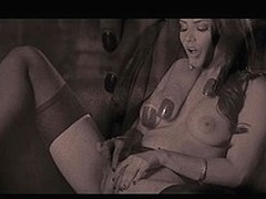 Sunny Leone suggests a world variety show in this this erotic solo scene, this babe knows how concerning have a fun the brush consummate body with the addition of reaches for the almost any canny orgasms.