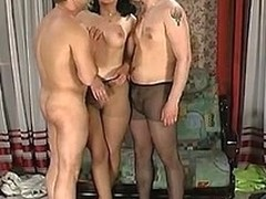 Unsighted latitudinarian about nylon chibouk giving double oral sex about steamy trio