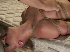 Smoking hot blond babe Phoenix Marie gets to suck in thraldom